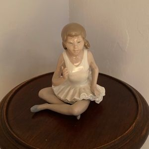LLADRO Ballerina sitting figurine